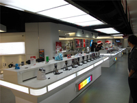 Modern electronic products retail store anti-thief countertop display ideas