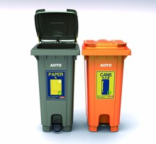 2017 HDPE 120 liter plastic foot pedal dustbin with two wheels
