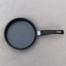 wholesale hot sell housesold aluminium black 16cm fry pan with black handle for cooking