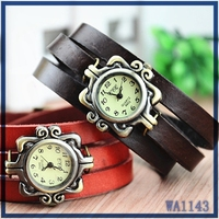 New times hot sale classic design best gift for ladies three layer leather watchband antique gold quartz dial woman watch