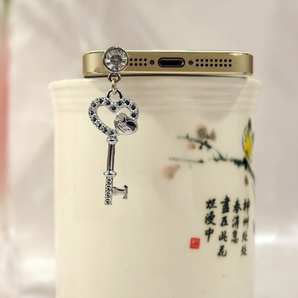 Wholesale Diamond Cute Cell Phone Dust Plugs, Anti Dust Plug For iPhone 3.5mm