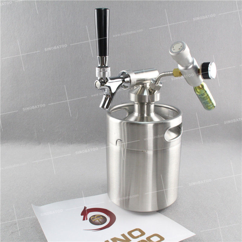 Stainless steel keg cold brew coffee maker with tapping system dispenser