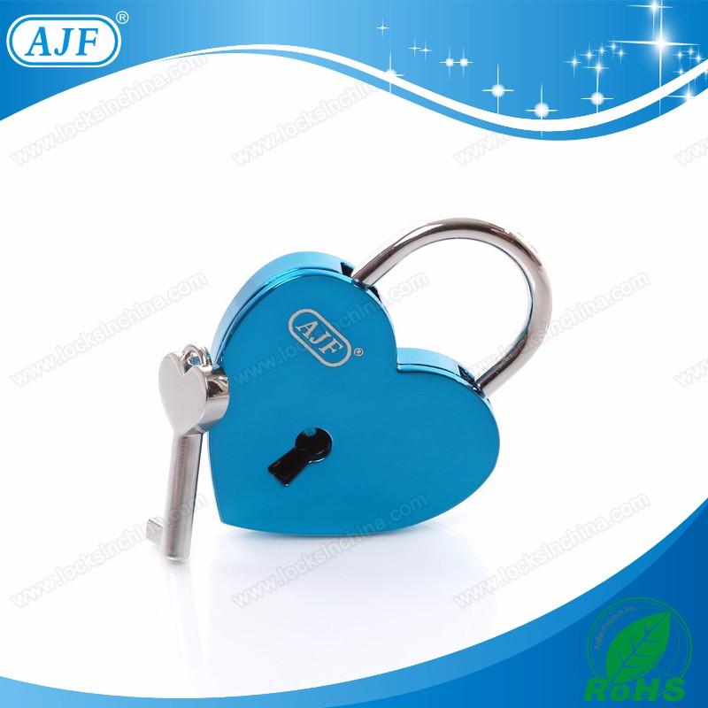 A01-025EBU shiny blue love lock.jpg