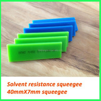 High tolerance screen printing squeegee for plastic bottle printing