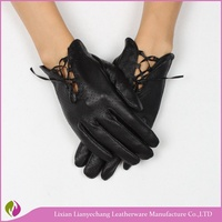 Custom design fashion women wearing genuine nappa leather gloves for driving