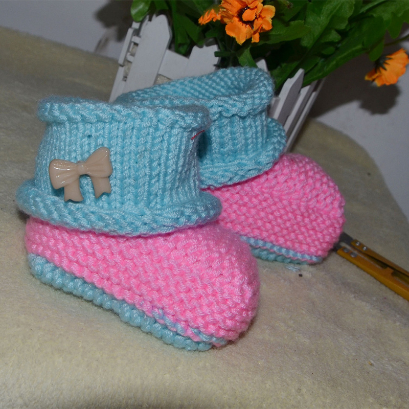 2017 Fancy girls short booties pink color knitted hand crochet baby sock shoes