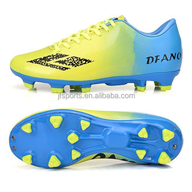 Flat sole outdoor soccer shoes