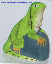 Handmade Green Iguana Carved of Balsa Wood, Wooden Sculpture, Statue Reptile Woodcarving of Ecuador, 15cm