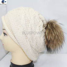 Fashion Design 100% Acrylic Knitted Winter Hat with Real Raccoon Fur Top Ball