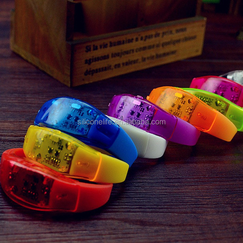 Voice Activated Sound Control Led Flashing Silicone Bracelet Light up Wristband Club Party Bar Disco Night Activity Novelty Gift