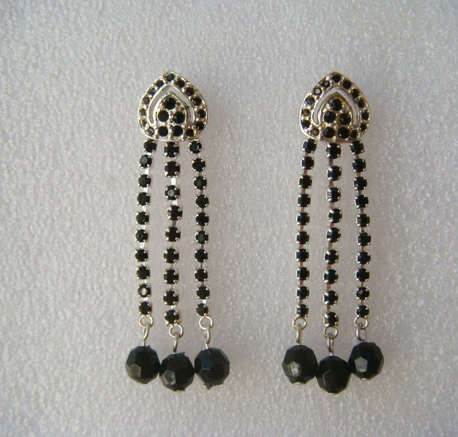 Unique Silver Base with Black Beads Earrings(Z03051c)