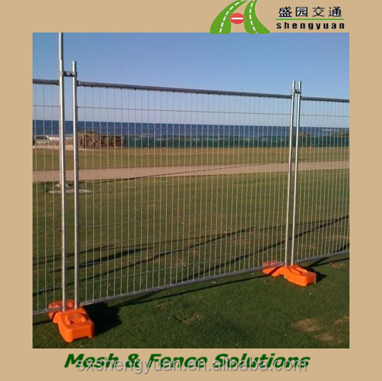 Canada outdoor retractable temporary fence with plastic base