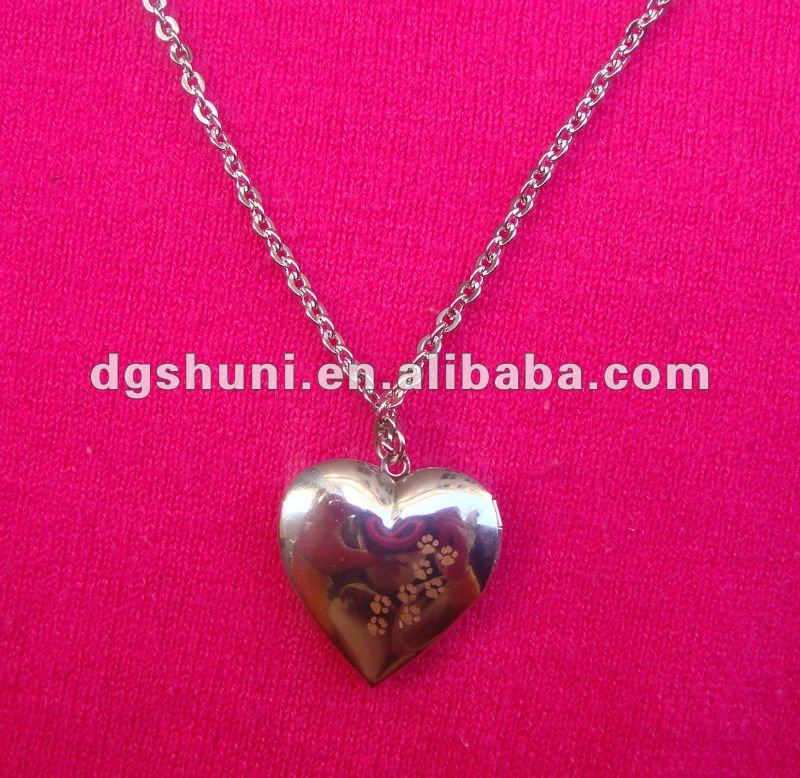 Silver plated heart locket necklace