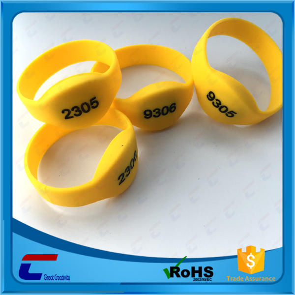 Long range passive 13.56mhz silicone ISO 14443A NFC rfid wristband tag