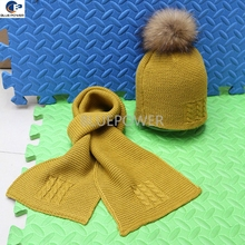 2016 wholesale retail fashion hat knitted baby winter set hat and scarves with real raccoon fur pom pom on the top