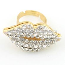 2012 Hot Selling Fashionable Gold Plate Rhinestone Mouth Kiss Lip Ring