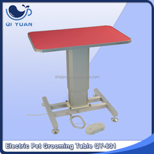 Electric elevating pet grooming table