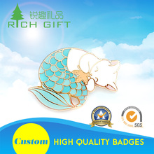 Chinese supplier zinc alloy animal shaped soft enamel cartoon fish lapel pins with magnetic