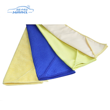 Light weight microfiber cleaning cloth in roll