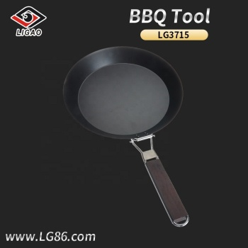 Round non-stick bbq pan with wooden handle for outdoors grill activities