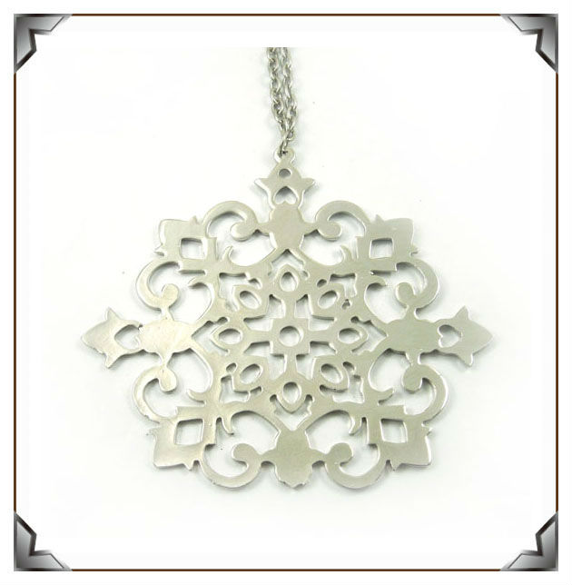 nickle plated metal-zinc alloy snowflake hanging ornaments hot sale