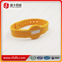High frequency silicon wrist band with rfid
