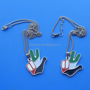 new design uae victory gesture silver plated necklace pendant with thin metal key chain