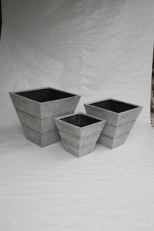 Polystone Planter w/ gap