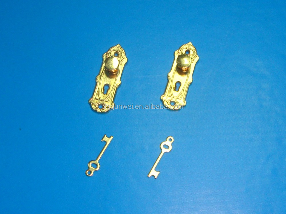 Golden lock and <strong>keys</strong> for fairy door QW60029