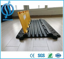 Roadway safety 5 channel cable ramp,cable protector,cable bridge 900*600*75mm