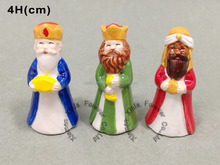 miniature religious porcelain ceramic figurine for Los Reyes Magos