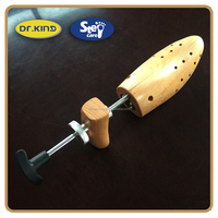 Easy comfortable cedar wood shoe tree wholesale