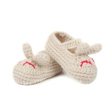 wholesale fashion hot sale newborn baby hand made walk rabbit crochet baby shoes