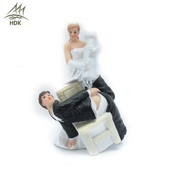 Hot sale love couple decoration wedding statue polyresin cartoon figurines