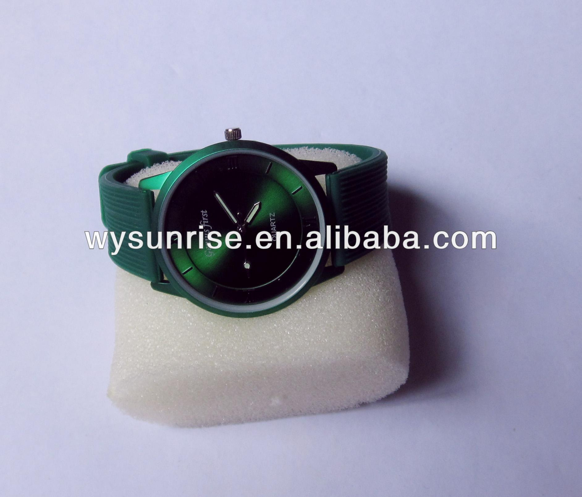 free sample green waterproof silicone quartz watch with stainless steel case back