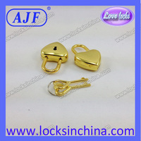 Decorative Gold love heart shaped padlock with 2 heart shaped keys