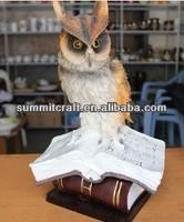 Wholesale desk decoration resin owl statues standing a book gift and craft