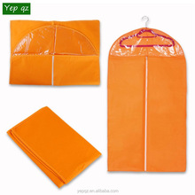 Cheap wholesale recycled eco-friendly orange color non woven foldable garment bag hanging travel bag for suits