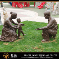 Life size brass / bronze father mother and child family statue / sculpture for park and garden decoration