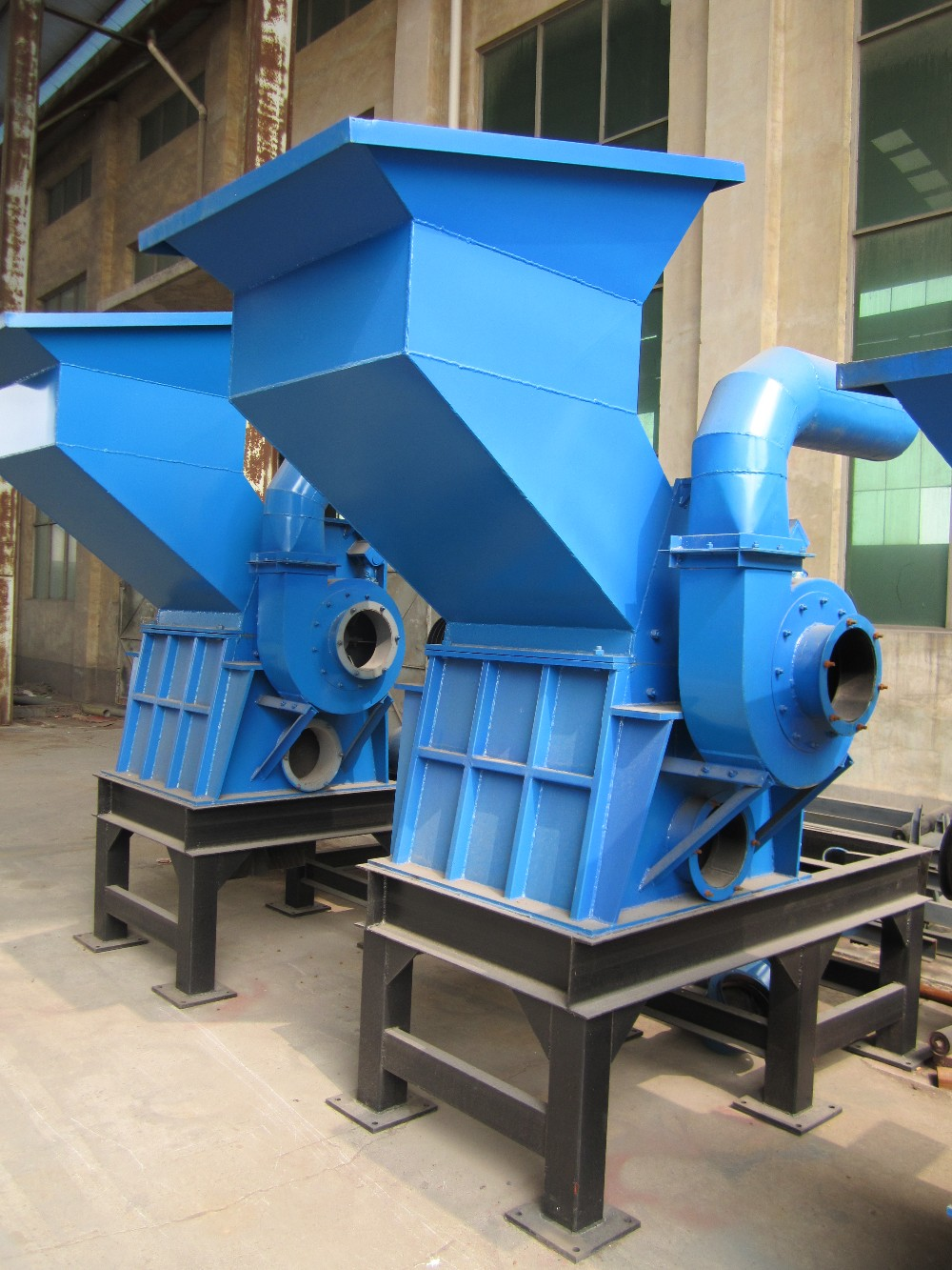 Iron can crusher for crushing cans for iron and aluminum separation