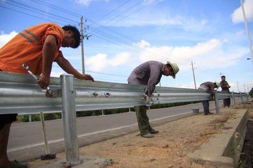 Top Accessed Guardrail Supplier / Wholesale favourable price w beam steel barrier highway guardrail used