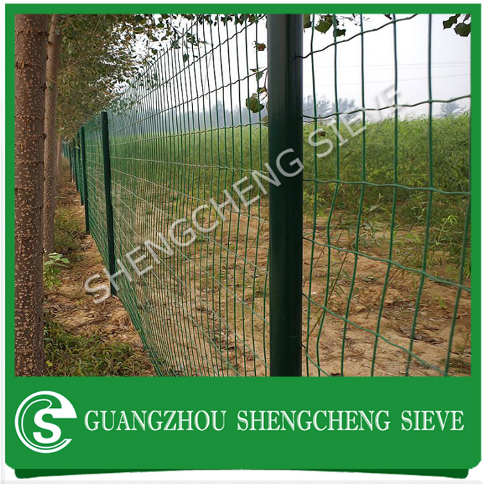 Galvanized steel PVC coated wire netting sheep chicken rabbit wire mesh fence