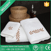 Wholesale 16S cotton white custom embroidered logo bath towel/hotel terry towel