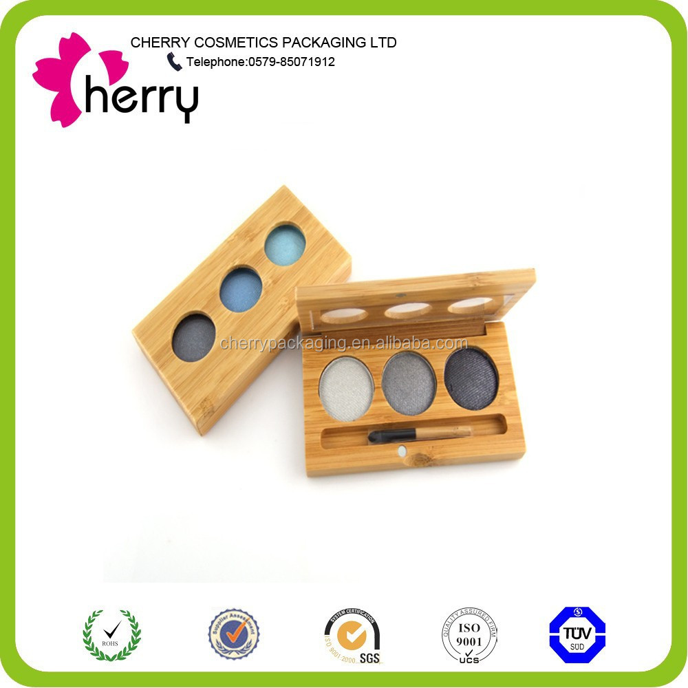 Trio eyeshadow magnetic case filled with cool eyeshadow color
