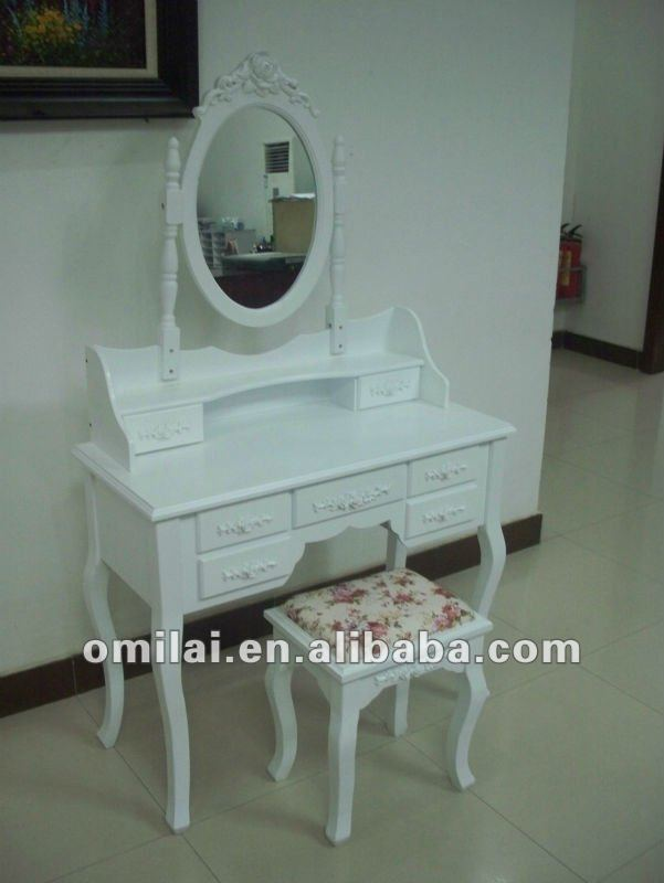 Good quality dreeser with mirror white