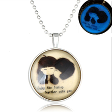 2017 Yiwu Fast Selling Hot Trendy Jewelry Boy and Girl Pendant Glow Necklace