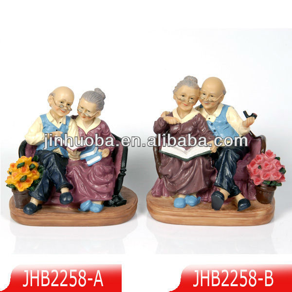 2014Polyresin Loving old couple figurine for gifts and decorations