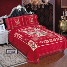 Red Romantic Design Blanket And 4 Pc Raschel Bedding Set With Maroon Color