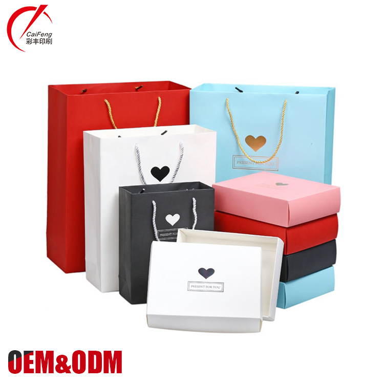 Guangzhou handmade recycled shopping packaging bag with handles, custom luxury gift kraft paper bags with logos