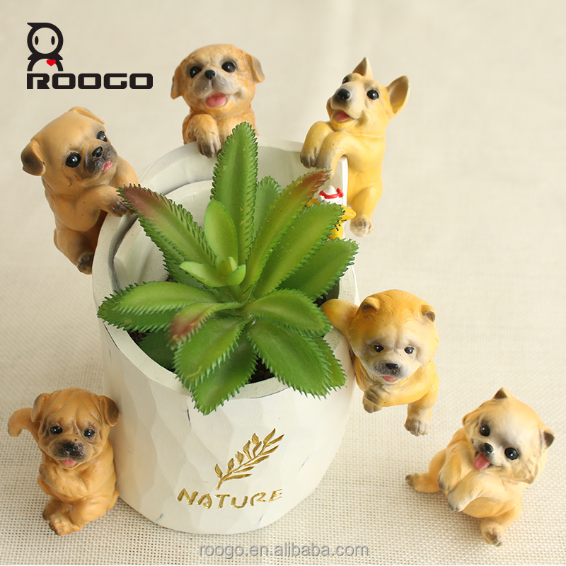 ROOGO new design mini animal pet dog pug figure for micro landscape cute home decoration